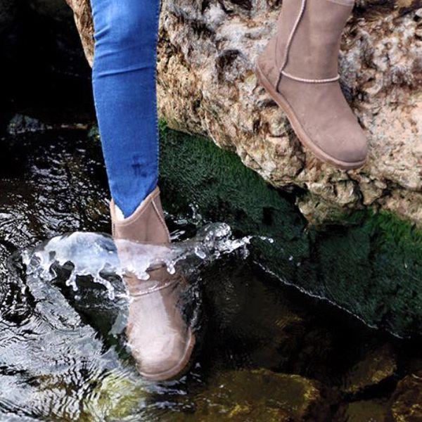 Descubre nuestras botas Emu Australia. Perfectas para que los niños estén protegidos del frío y la lluvia. Las mamás también tienen talla para ir combinados