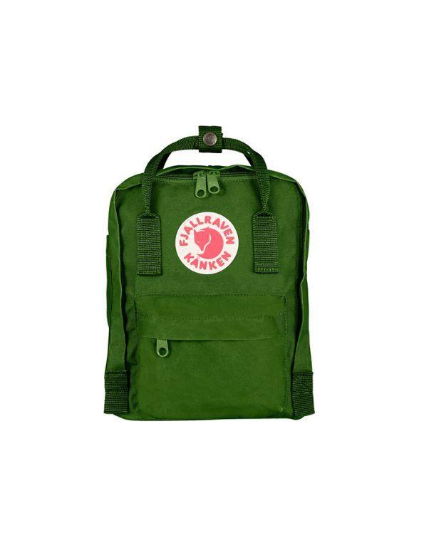 La mochila mini Kanken de Fjallraven color Leaf Green está hecha vinylon F, ligero y duradero. Con gran abertura para facilitar guardar y quitar elementos.