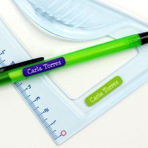 etiquetas adhesivas minis wizzard es c 300x300 - Vuelta al cole, como etiquetar las pertenencias de nuestros peques.