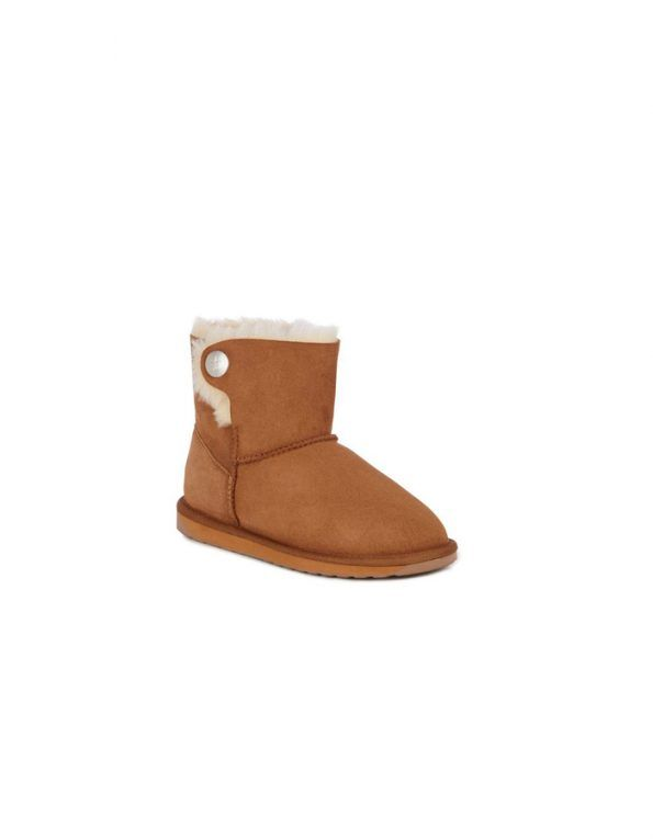 Emu Ore boots, lined internally with merino wool, with side button detail. It has the cane a little lower than the classic model. Color chesnut