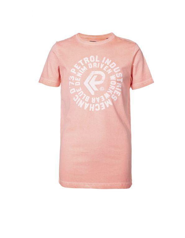 Camiseta Petrol Industries en color rosa flúor con detalle print en el pecho y manga corta. Súper favorecedora, todo un básico.