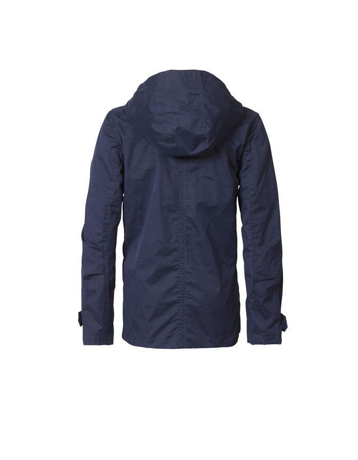 Parca de verano Petrol Industries en color azul marino con bolsillo superior con cierre de cremallera y capucha. Puños ajustables mediante belcro.